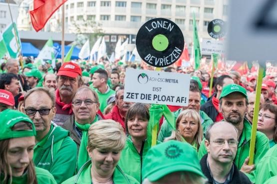 Op 23 september kwamen 7.000 vakbondsafgevaardigden en -militanten uit heel België samen in Brussel. Ze lanceerden een eerste waarschuwing aan de verschillende besparingsregeringen van ons land. (Foto Solidair, Karina Brys)