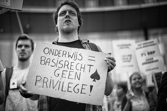 Op 2 juni trokken 4.000 studenten door de straten van Brussel in een geanimeerde optocht voor een toegankelijk en kwaliteitsvol onderwijs. (Foto Solidair, Salim Hellalet)