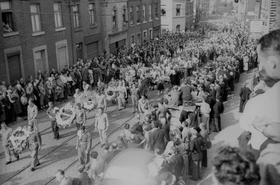 De uitvaart van Julien Lahaut werd bijgewoond door meer dan 100.000 mensen. Pas 65 jaar later komt er enige klaarheid in de zaak. (Foto Belga)