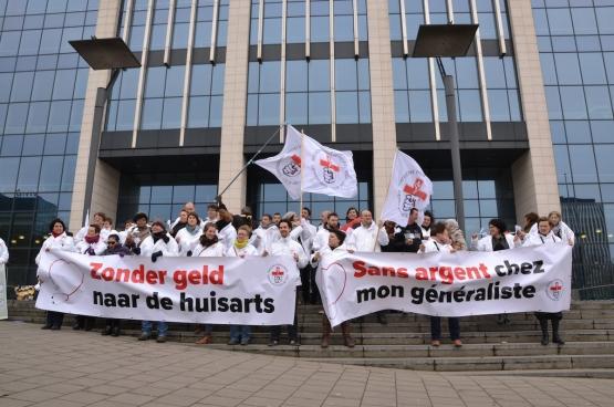 Op 26 maart 2015 voerde Geneeskunde voor het Volk actie voor het kabinet van Maggie De Block.  (Foto Solidair)