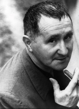 Bertolt Brecht. (Foto Gerda Goedhart / Suhrkamp Verlag)