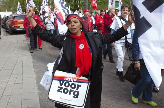 """""""Dit pikken we niet"""", was de boodschap van de 15.000 betogers. (Foto Arjo Stokman)"""