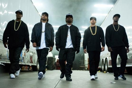 De biopic Straight Outta Compton handelt over de geschiedenis van de legendarische rapgroep N.W.A. De film brak in de VS bezoekersrecords. (Beeld uit de film Straight Outta Compton)