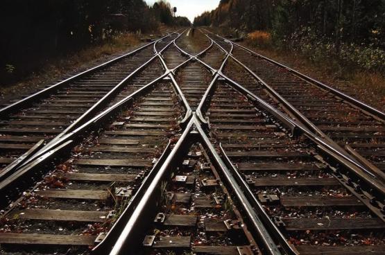 """De PVDA-studiedienst noemt de NMBS """"geliberaliseerd, geprivatiseerd, ondergefinancierd en bureaucratisch"""". Op die manier creëer je geen kwaliteitsvol treinvervoer dat meer pendelaars aantrekt."""