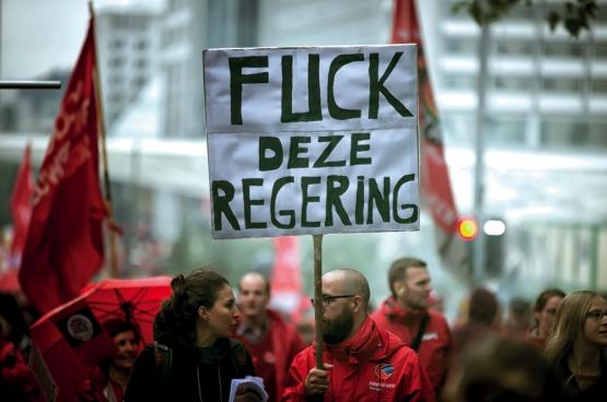 Premier Michel poogt de bevolking ervan te overtuigen dat zijn beleid sociaal. Tevergeefs ... (Foto Solidair, Salim Hellalet)
