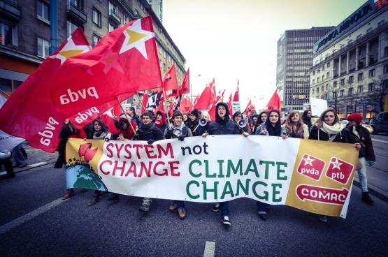 """""""Die klimaatbeweging is nu weer aan het opbouwen en we willen die versterken"""", zegt Jos D'Haese. """"Te meer daar er steeds meer verbinding is tussen de sociale strijd en de klimaatstrijd."""" (Foto mediActivista / Flickr)"""