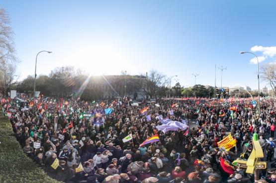 """22 maart 2014, Madrid. Tienduizenden Spanjaarden betogen onder het motto """"Brood, werk, een dak boven het hoofd en waardigheid"""". (Foto sitoo / Flickr)"""