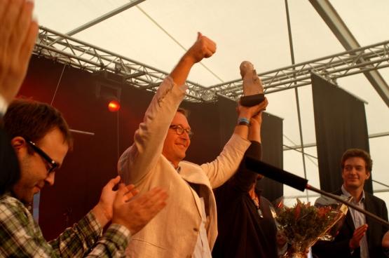 """Eric Jonckheere, een van de twee overlevenden van de familie die de Prijs Solidair 2012 won: """"Noch mijn broers, noch ikzelf zitten met wraakgevoelens. Wij kunnen ons de luxe niet permitteren ons in een afmattende strijd te storten die de kankercellen in ons zou gaan activeren."""" (Foto Solidair, Vinciane Convens)"""