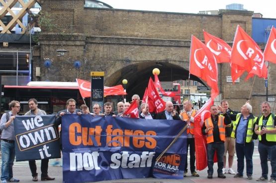 De groep Action For Rail verenigt personeel en reizigers die strijden voor de hernationalisering van het Britse spoor (Foto Action For Rail)