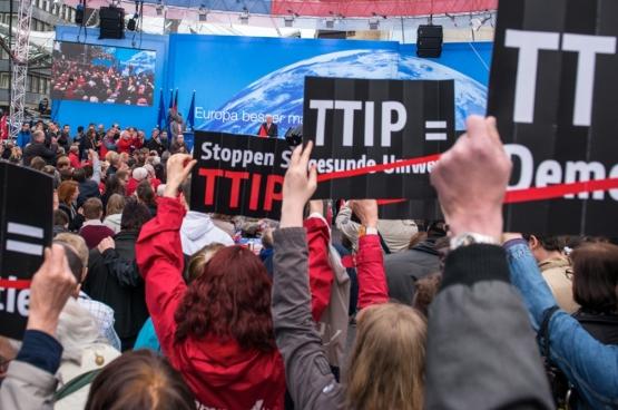 In heel Europa groeit de mobilisatie tegen deze akkoorden.
