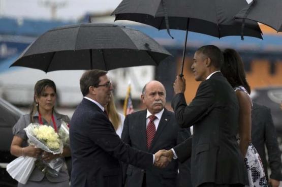 Obama werd op zondag 20 maart ontvangen op de internationale luchthaven José Martí door Cubaanse regeringsvertegenwoordigers. (Foto Ismael Francisco, granma.cu)