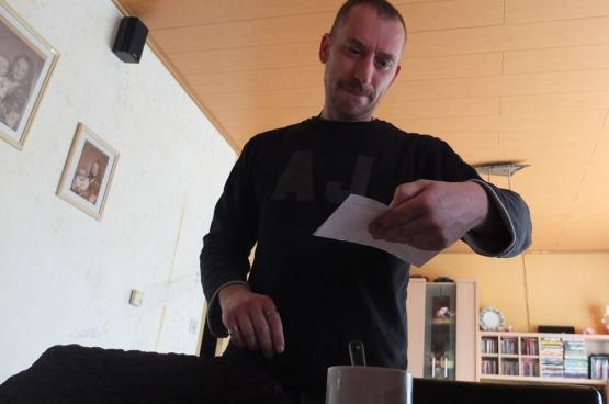 Frank Verswalm schrok zich een hoedje op 1 maart. Zijn elektriciteitsfactuur steeg in één klap met 40 euro per maand. (Foto Solidair, Nick Dobbelaere)