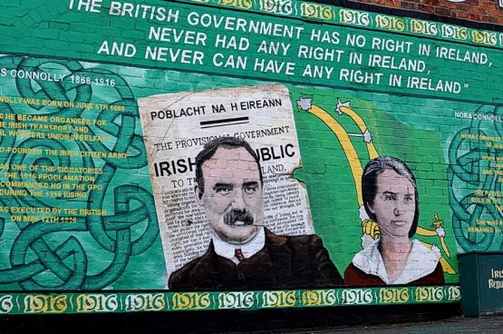 De marxist James Connolly en zijn dochter Nora, die de fakkel zal overnemen na de dood van haar vader, op dit fresco ter ere van de Ierse onafhankelijkheid.