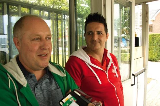 David Scheveneels, de jonge hoofdafgevaardigde van het ABVV, en Dirk Nys, zijn iets oudere tegenhanger bij het ACV bij Van Hool. (Foto Solidair, Dirk Henrard)