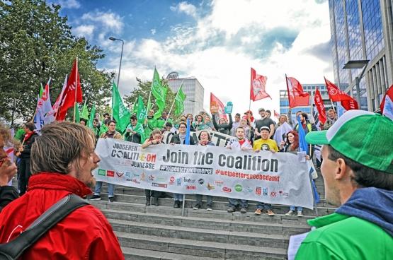 Jongerenorganisaties laten zich horen op de vakbondsbetoging op 29 september. (Foto Solidair, Salim Hellalet)