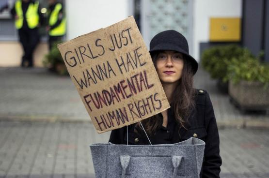 In Polen kwamen op 3 oktober duizenden vrouwen op straat om het recht op abortus te behouden. (Foto Iga Lubczańska / Flickr)