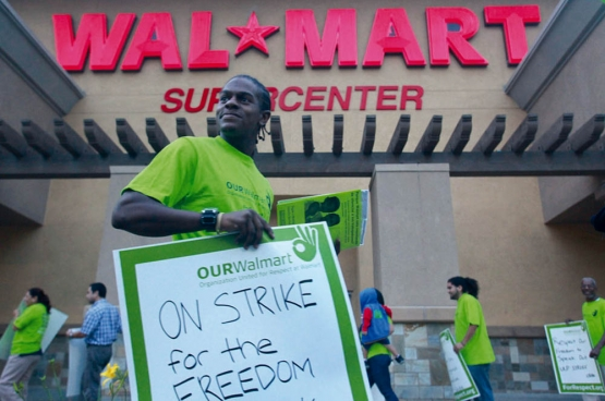 Werknemers van Walmart California tijdens een staking in 2012. (Foto Aurelio Jose Barrera. UFCW International Union / Flickr)