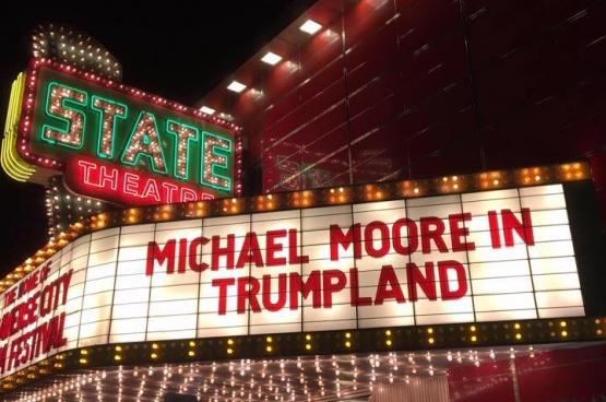 Michael Moore gaf in de Democratische voorverkiezingen al zijn steun  aan de linkse Bernie Sanders. Nadat Clinton werd genomineerd, zette de regisseur zich in om de leugens van Donald Trump te ontmaskeren, onder andere in een film. (Foto Michael Moore / Facebook)