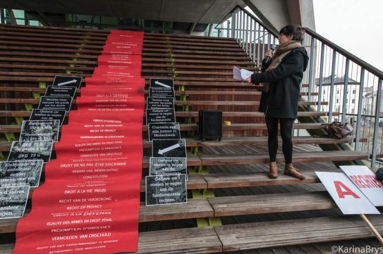 Op 9 december, de dag voor de Internationale Dag van de Rechten van de Mens, voerden progressieve organisaties van advocaten en juristen actie (hier in Antwerpen) om te wijzen op het belang van onze democratische rechten en vrijheden. (Foto Solidair, Karina Brys)