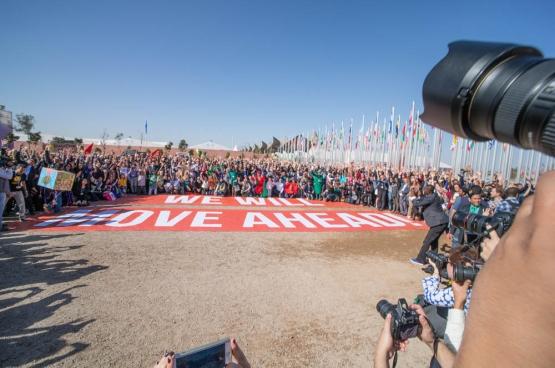 """De """"familiefoto"""" van de onderhandelaars van de klimaattop COP22 van Marrakesh.  (Foto UNclimatechange / Flickr)"""