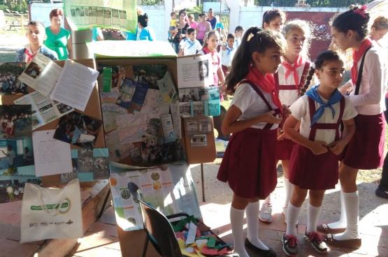Ook jonge Cubanen doen mee en helpen om hun buurt in kaart te brengen. (Foto ICS)
