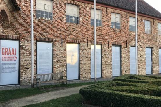 Het ACOD Cultuur heeft de vitrine van Croxhapox, het experimenteel kunsthuis in Gent, versierd. (Foto ACOD)