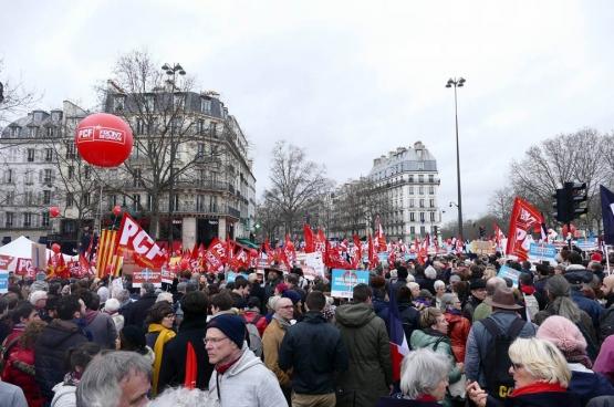 """Op 18 maart kwamen zo'n 130.000 mensen naar de Bastille in Parijs voor een """"Mars voor de Zesde Republiek"""", een initiatief van de beweging achter de linkse presidentskandidaat Jean-Luc Mélenchon. (Foto Solidair, Gilles van Loocke)"""
