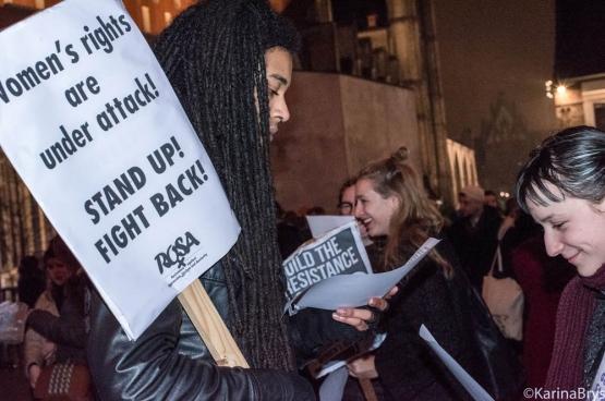 """""""Vrouwenrechten worden aangevallen"""". Daarom hebben verschillende organisaties acties georganiseerd, waaronder een staking op 8 maart, Internationale Vrouwendag. (Foto Solidair, Karina Brys)"""