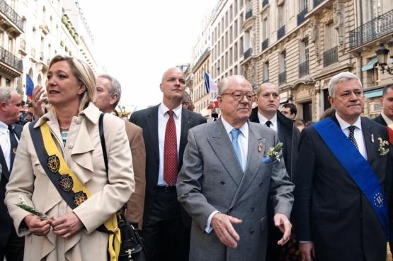 Marine Le Pen aan de zijde van haar vader Jean-Marie Le Pen, oprichter van het FN