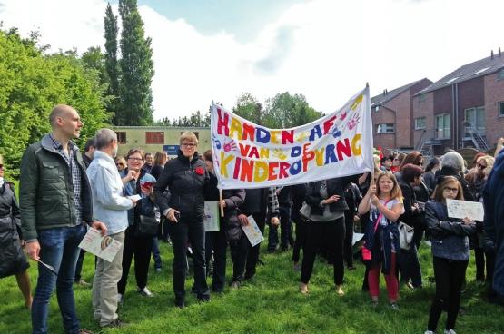 Onder druk van het brede protest moest het gemeentebestuur van Zelzate zijn privatiseringsplannen voor de kinderopvang weer opbergen. (Foto Solidair, Riet Verspreet)
