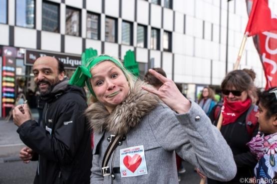 Op 21 maart betoogden 15.000 mensen uit de zorgsector in Brussel tegen de onderbezetting en de hoge werkdruk. (Foto Solidair, Karina Brys)