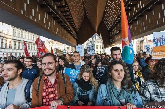 Terwijl Theo Francken even verderop een lezing gaf, brachten meer dan 400 studenten en bezorgde Gentenaars op 23 maart een boodschap van solidariteit. Die manifestatie was voor de vrienden van Francken het signaal om een regelrechte haatcampagne te beginnen.  (Foto Solidair, Karina Brys)