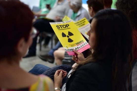 Eind juni betoogden meer dan 50.000 mensen voor de sluiting van de oude kerncentrales. Nog veel breder leeft het verzet tegen kernwapens. (Foto Solidair, Antonio Garcia Gomez)