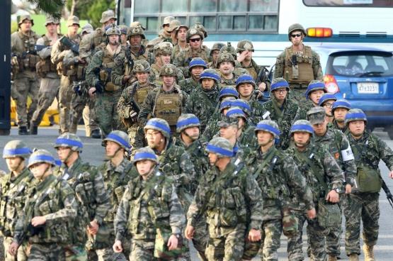 Amerikaanse en Zuid-Koreaanse troepen houden grootschalige gemeenschappelijke oefeningen aan de grens met Noord-Korea. (Foto EPA/YNA)