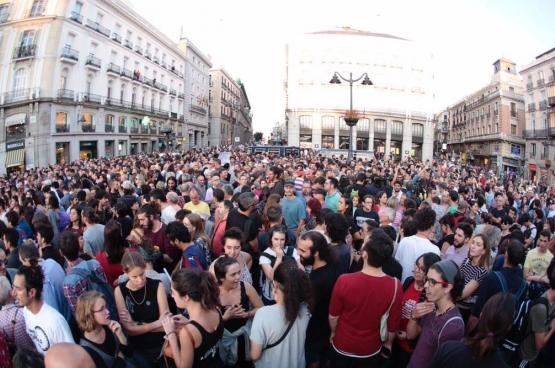 Op 20 september kwamen duizenden mensen op straat tegen het geweld van de Spaanse politie. (Foto Íñigo Errejón / Twitter)