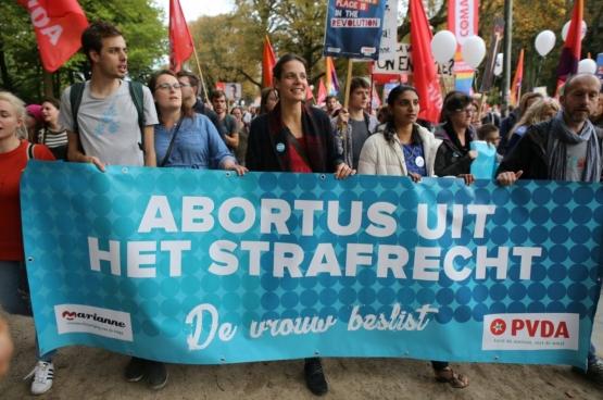 Ook vandaag staat de PVDA mee op de eerste rij in de strijd voor het recht op abortus. (Foto Solidair, Dieter Boone)