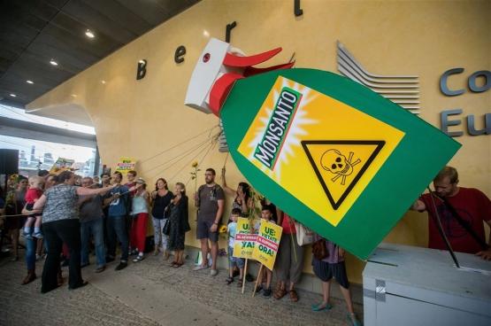Actie tegen Monsanto voor het Europees Parlement. (Foto RV)