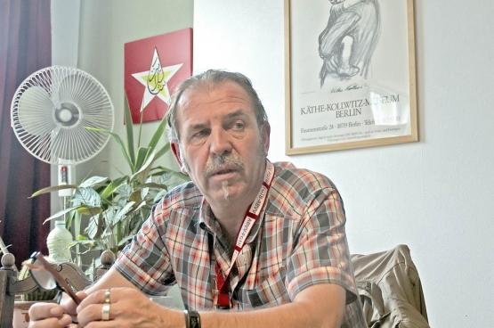"""Karel Meganck (BBTK): """"Vandaag zien we nieuwe verzekeringsproducten die zich nog verder begeven op het terrein van de sociale zekerheid.'"""" (Foto Solidair, Dirk Tuypens)"""
