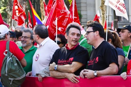 Joan Josep Nuet (rechts op de foto), de derde secretaris van het bureau van het Catalaanse parlement. (Foto Izquierda Unida)