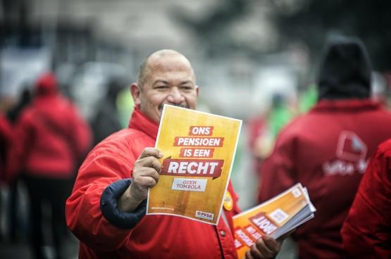 19 december, Brussel. 40.000 betogers zorgen voor nieuwe dynamiek in verdediging van pensioen. (Foto Solidair, Salim Hellalet)