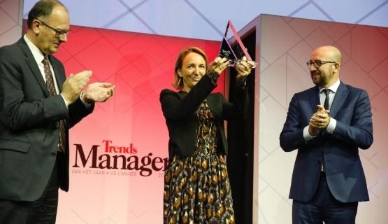 Op 9 januari 2018 ontving Michèle Sioen, ex-voorzitter van het VBO, de prijs van Manager van het jaar 2017 uit handen van eerste minister Michel. Vandaag is ze betrokken in het LuxFilesschandaal. (Foto Belga)