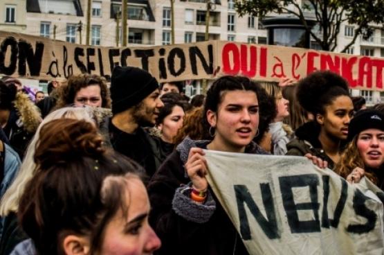 Op 22 maart betoogden de studenten samen met de werknemers tegen de plannen voor sociale afbraak van de Franse regering. (Foto Mouvement des jeunes communistes de France)