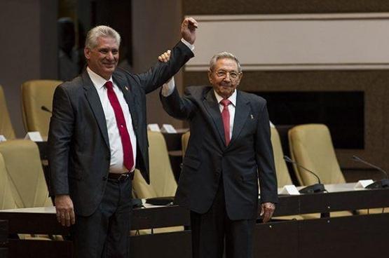 Miguel Diaz-Canel (links) is de nieuwe president van Cuba. (Foto Irene Pérez / Granma)