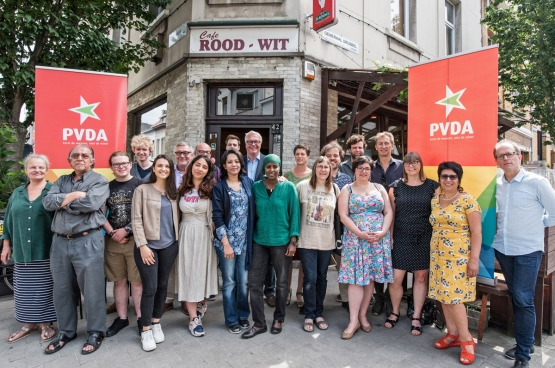 Antwerpen is de hoofdvogel die de PVDA in Vlaanderen wil afschieten. Peter Mertens is er lijsttrekker, naast tientallen andere kandidaten die een weerspiegeling zijn van de diversiteit aan origines en engagementen voor een stad op mensenmaat. (Foto Solidair, Karina Brys)