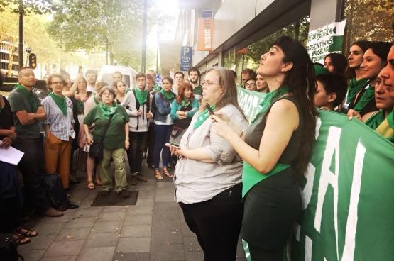 Overal ter wereld werden solidariteitsacties gehouden met het Argentijnse volk. Ook in Brussel. (Foto Solidair, Françoise De Smedt)