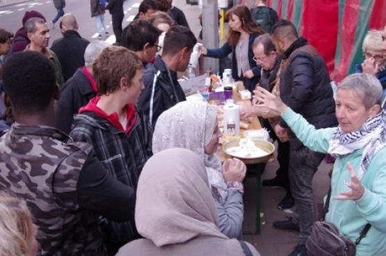Honderden vrijwilligers engageren zich om hulp te bieden aan vluchtelingen (Foto Solidair, Han Soete)