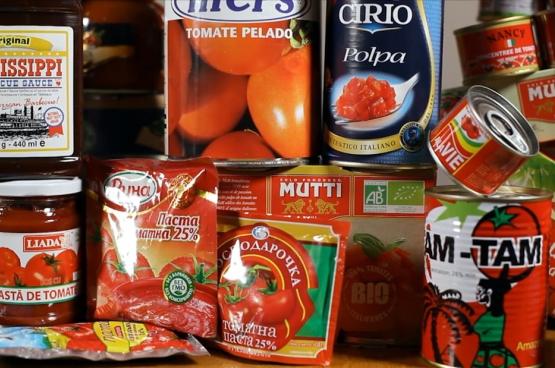 """Volgens Jean-Baptiste Malet leven we in een """"tomaatcultuur"""".  (Beeld uit de documentaire op basis van het boek L'empire de l'or rouge.)"""