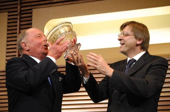 Albert Frère drinkt met Guy Verhofstadt