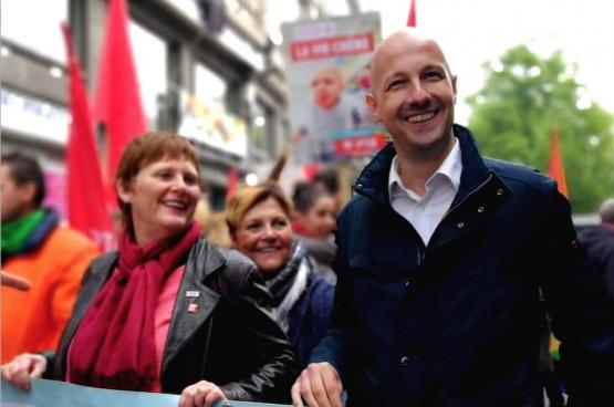 Marc Botenga op 1 mei in Luik, samen met Luiks lijsttrekster Alice Bernard (Foto Solidair, Sophie Lerouge)