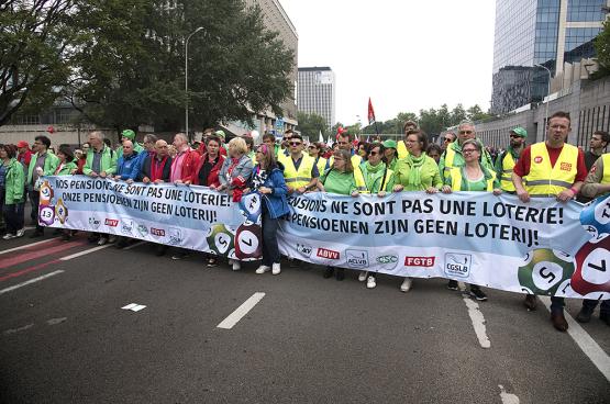 In de strijd tegen het pensioen met punten, waardoor we langer moesten werken voor een kleiner pensioen, was de nationale eenheid van de vakbonden essentieel. (Foto Solidair)